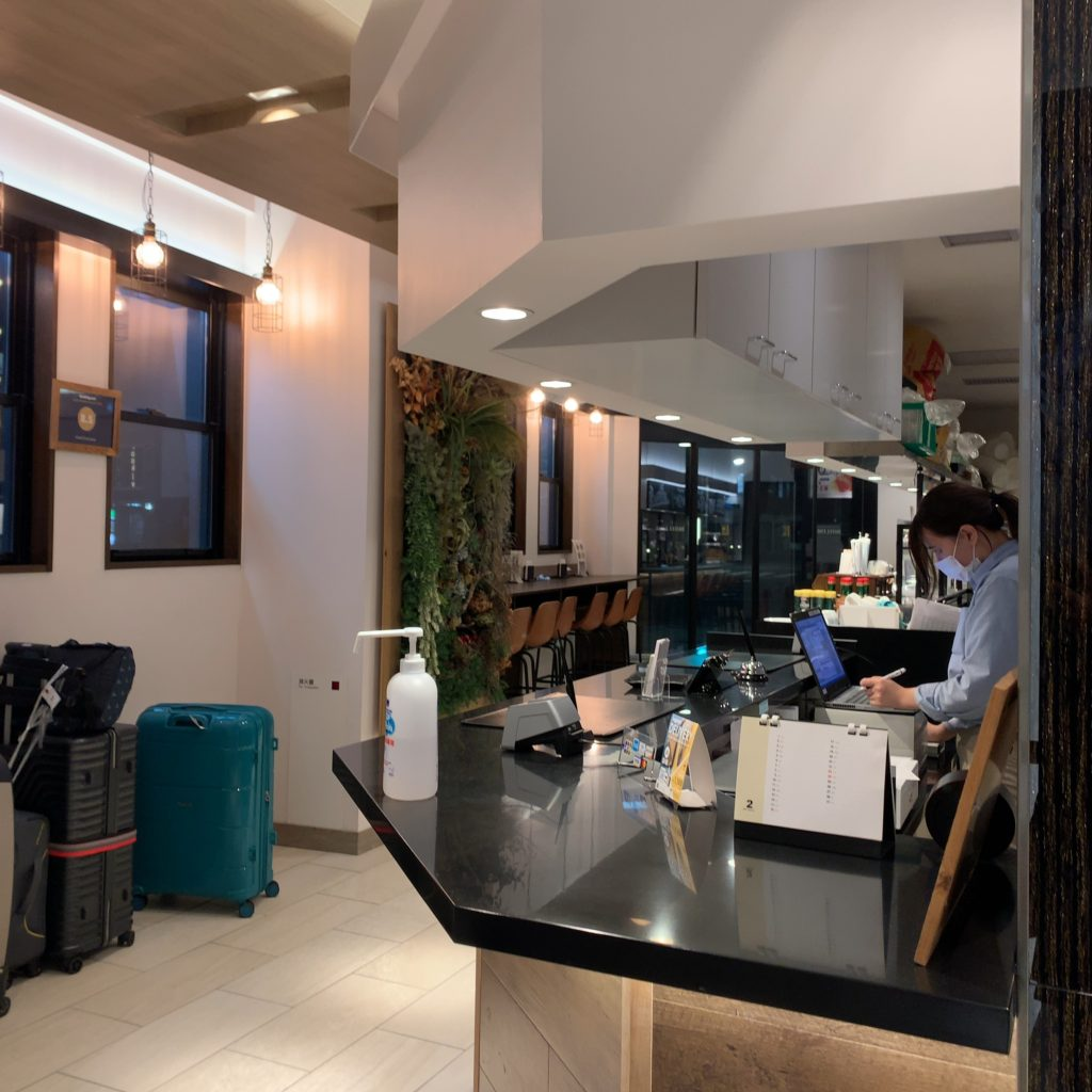 『HOTEL EMIT UENO(ホテルエミット上野)』のフロント